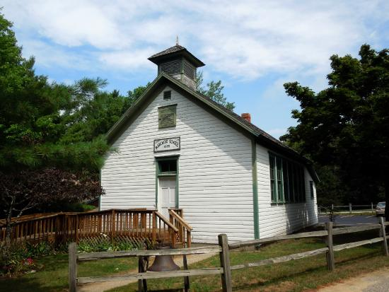 marchido-school-historic-white-pine-village